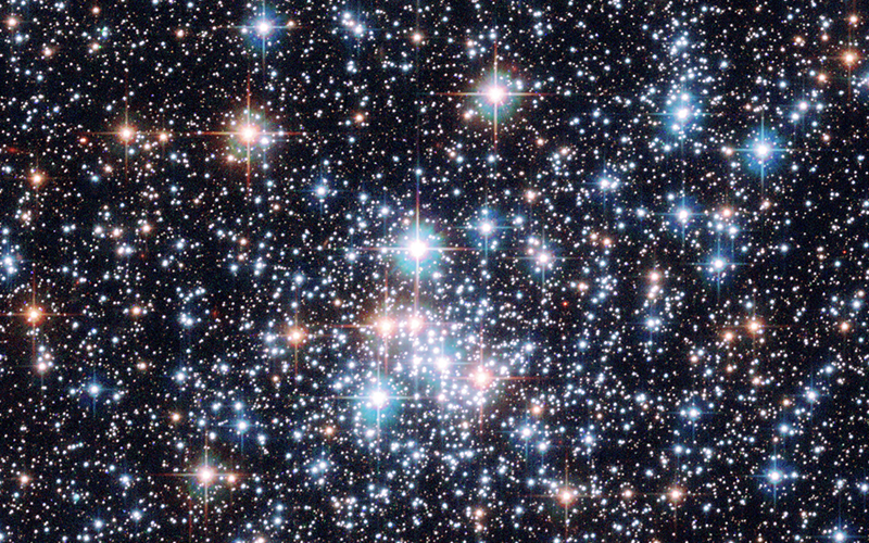 Image showing many types of stars in the universe, including the faint orange stars which contain Lithium
